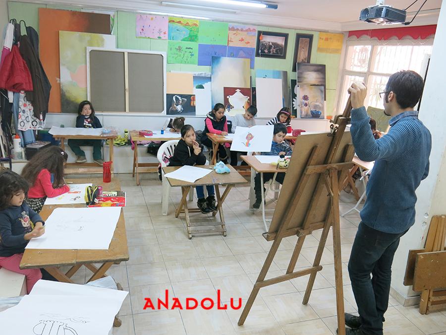 Çocuklarla Ebru Eğitimleri Devam Etmekte Çanakkalede