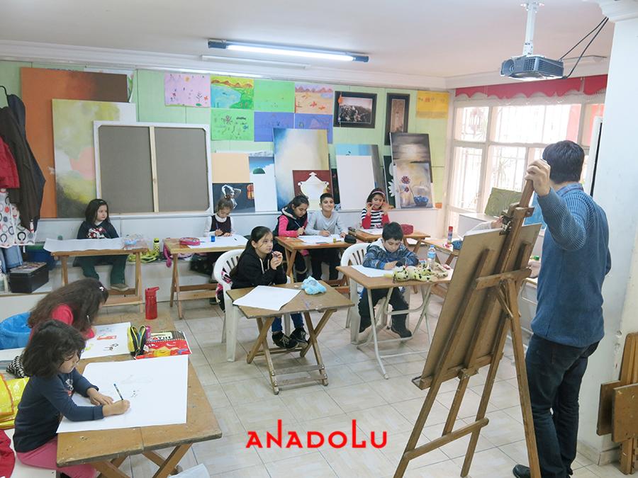 Çocuklarla Karakalem Eğitimleri Devam Etmekte Çanakkalede