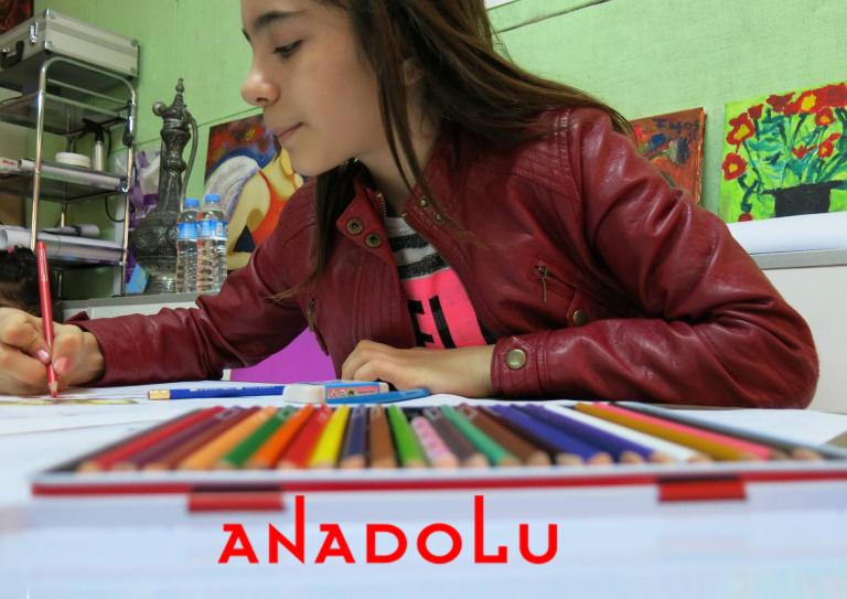 Kuru Boya Çalışması Yapan Öğrenci Görseli Çanakkalede
