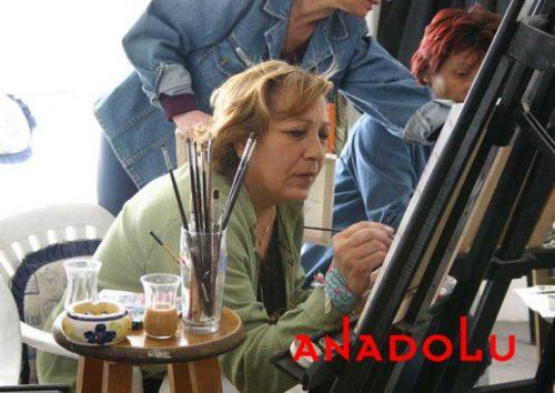 Zeliha Hanım Resim Çalışırken Çanakkalede